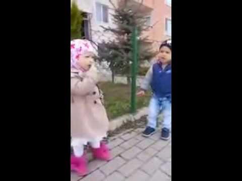 طفلة روسية تعلم شقيقها الفاتحة مقطع مؤثر..فيديو