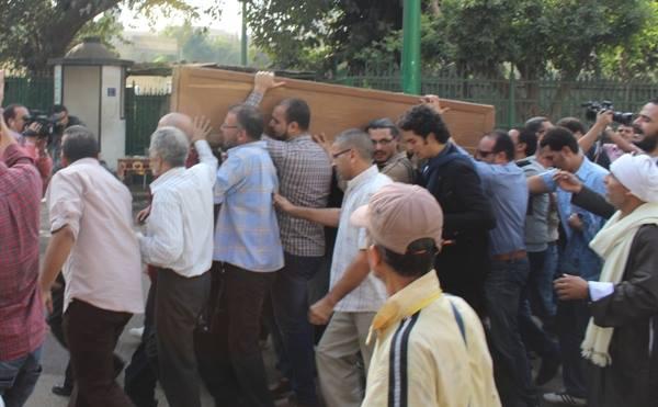 029af69f86f8bd845ea65798a0d4d7c2 صور جنازة احمد فؤاد نجم اليوم بحضور المقربين منه 3 12 2013