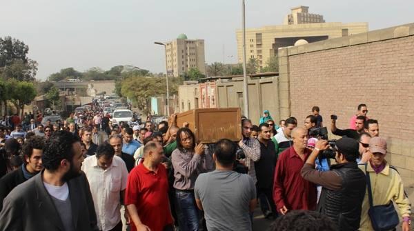 593e5486679205c2d18c9e0d279f91e0 صور جنازة احمد فؤاد نجم اليوم بحضور المقربين منه 3 12 2013