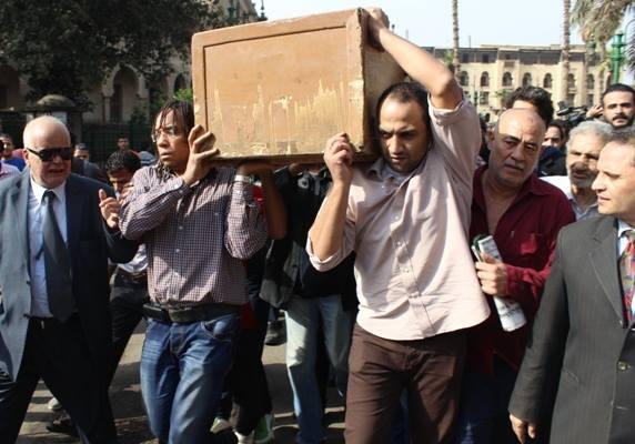 87fab427d3b4009c95d6f581fcac2532 صور جنازة احمد فؤاد نجم اليوم بحضور المقربين منه 3 12 2013