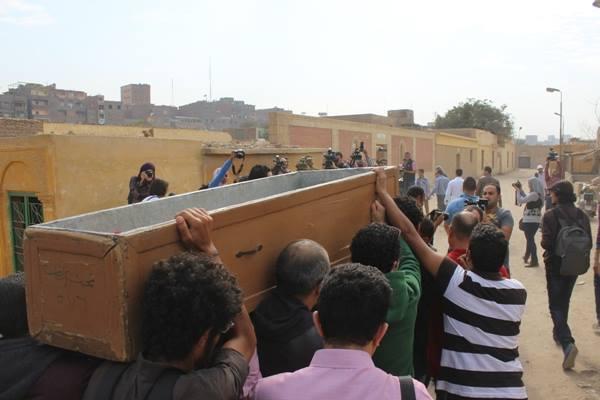 8f099a35e29c937d35bbc7b82eb3b536 صور جنازة احمد فؤاد نجم اليوم بحضور المقربين منه 3 12 2013