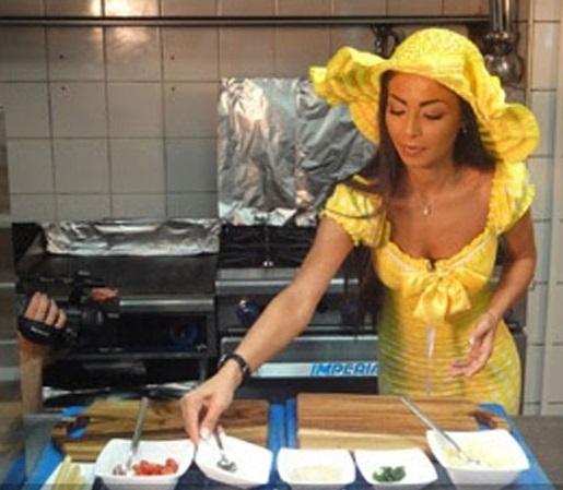 بالصور:: الفنانات الجميلات فى المطبخ يجهزون الطعام لأزواجهم وأسرتهم .. شاهد بنفسك صور نادرة داخل بيوت الفنانات