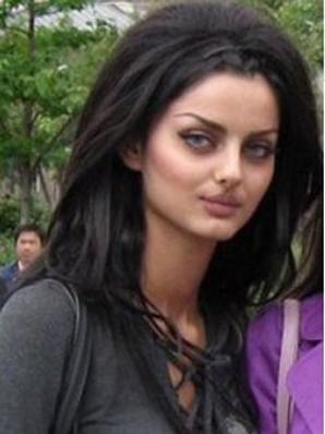 صور لعارضة الأزياء الإيرانية ماهلاغا جابري: http://assawsana.com/portal/pages.php?newsid=144436