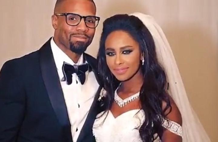 مطربة سعودية تتزوج رجل أعمال أمريكي بوجود أحلام وزوجها فقط فيديو