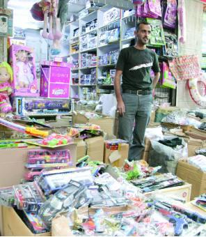 سوق الندى فرحة الصغار بهدايا العيد