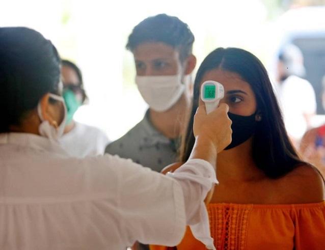 إصابات كورونا تقترب من 25 مليونًا في العالم