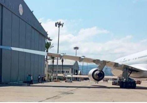 هذا ما حدث لطائرة ماكرون في مطار بيروت