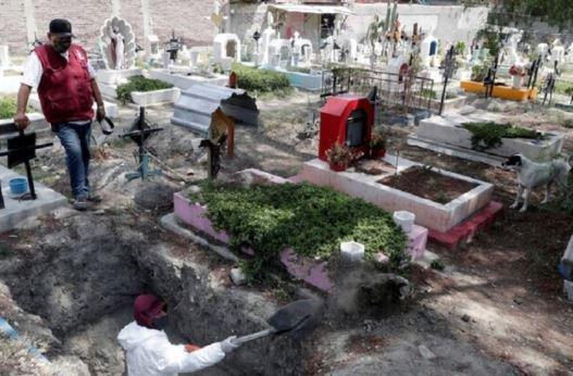 دولة تعلن نفاذ شهادات الوفاة لديها