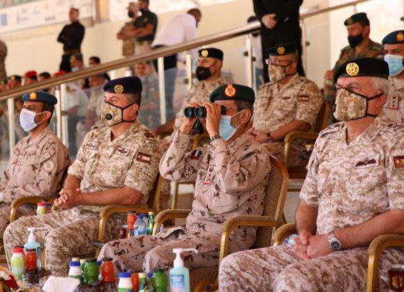 الحنيطي ونظيره الإماراتي يتابعان تمريناً عسكرياً