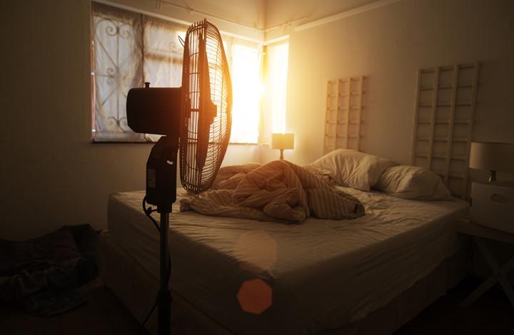 لا تشغل المروحة أثناء النوم.. ما لا تعرفه عن اضرارها