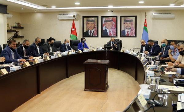 حماد: الحكومة حريصة على تحقيق مصلحة المواطن