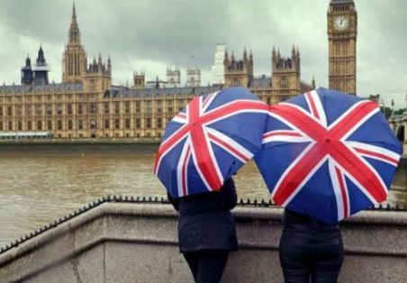 الحكومة البريطانية تتخذ إجراءات محلية لاحتواء كورونا