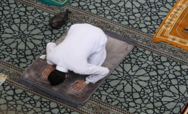 السماح بالوصول إلى المساجد لأداء صلاة الجمعة سيراً على الأقدام