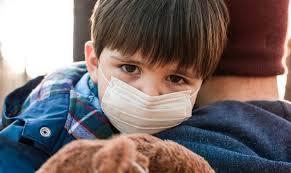ما هي الأعراض التي قد تشير الى اصابة طفلك بكورونا؟