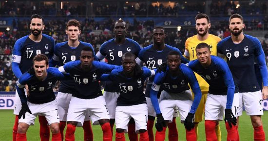 لاعب فرنسي يعتزل اللعب مع منتخب فرنسا بعد تصريحات ماكرون