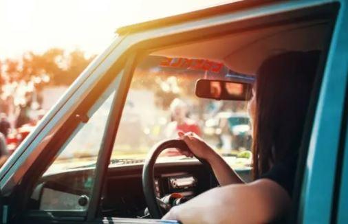 تحذير من خبير حول خطورة ركوب السيارة مع فتح النوافذ