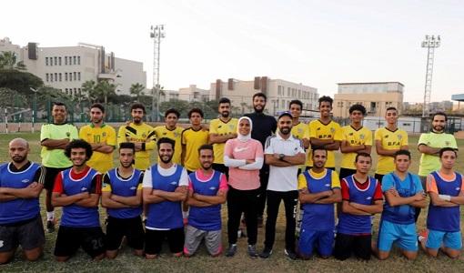أول امرأة تدرب فريق كرة قدم للرجال في مصر .. شاهد