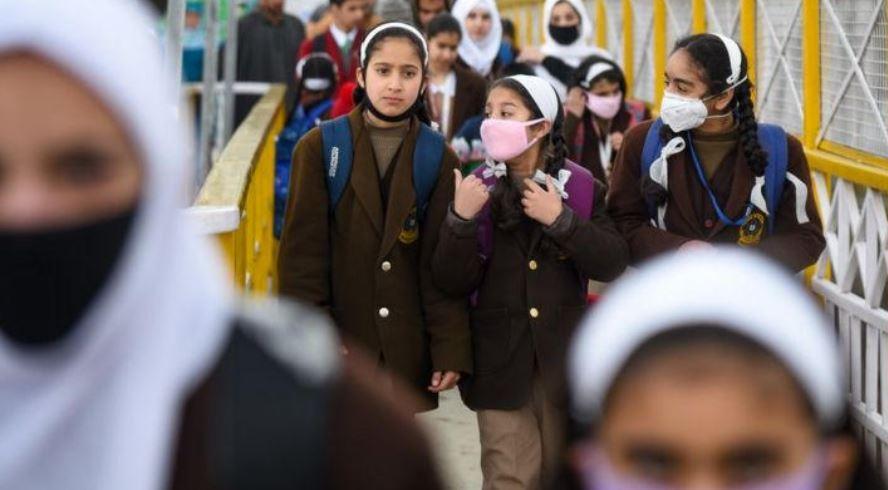 مطالبات حثيثة لإبقاء المدارس مفتوحة خلال أزمة كورونا