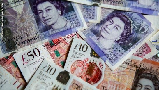 هبوط الاسترليني إلى أدنى مستوى له في أربعة أسابيع أمام الدولار