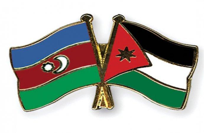 السفارة الاذربيجانية تحتفي بيوم العلم في عمان