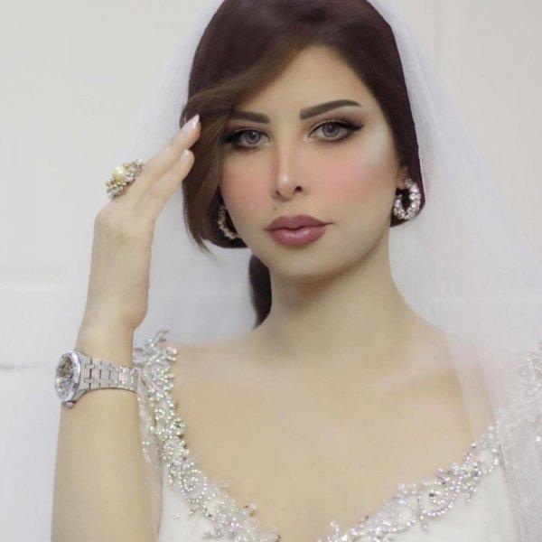 شمس الكويتية تشعل الاجواء بالفساتين القصيرة الشفافة..شاهد