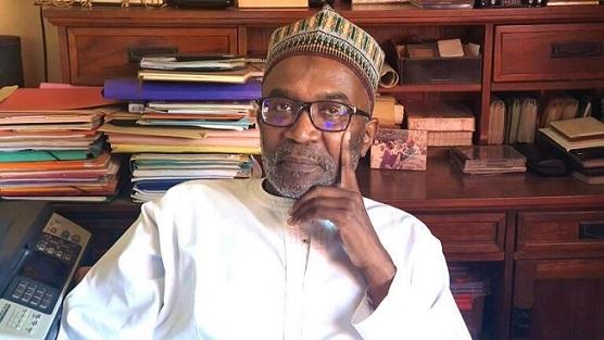 وزير سنغالي يرجع وسامًا لفرنسا رفضًا لإساءة ماكرون للإسلام