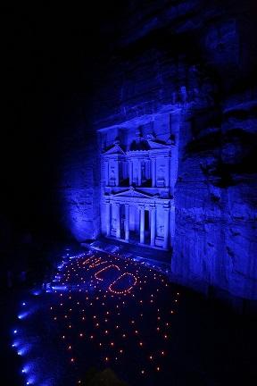 إضاءة معالم بارزة في الأردن بالأزرق احتفالا بيوم الطفل العالمي