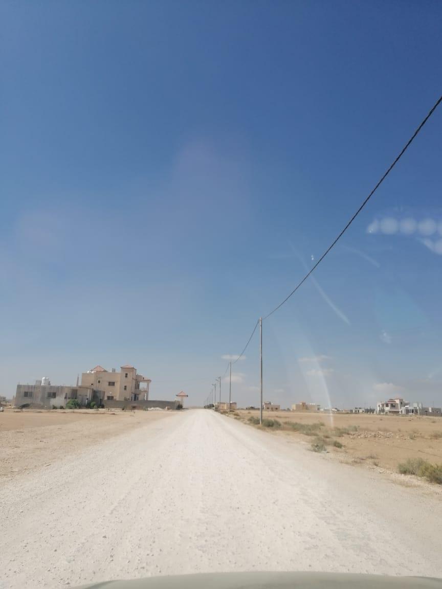 سكان الغدير الأخضر يشكون نقص الخدمات