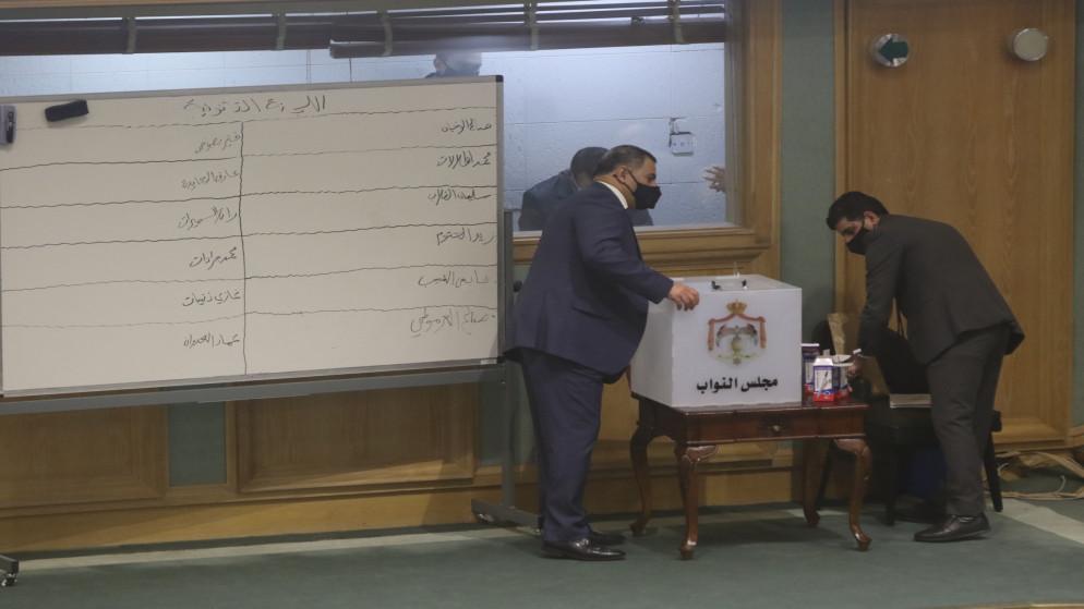 النواب ينتخب رؤوساء لجانه ومقرريها .. أسماء
