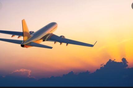 من أين أقلعت أول طائرة قطرية دخلت الأجواء السعودية؟