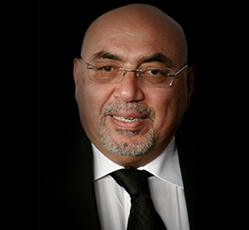 وفاة المخرج الأردني عدنان العواملة