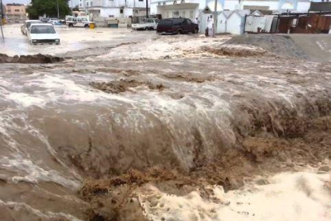 الأرصاد توضح سبب تشكل السيول الفجائية