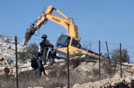 الاحتلال يخطر بوقف بناء 7 منازل غربي نابلس