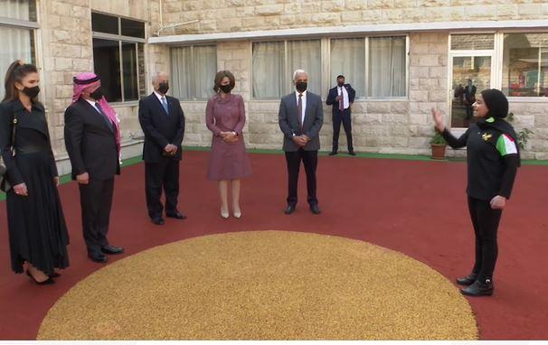 بالفيديو.. الطفلة آية تلقي قصيدة أمام الملك والملكة