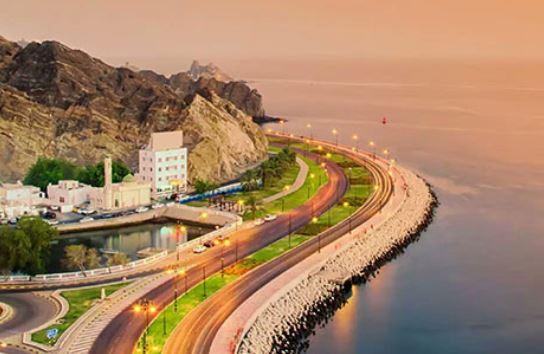 سلطنة عمان تُغلق منافذها البريّة