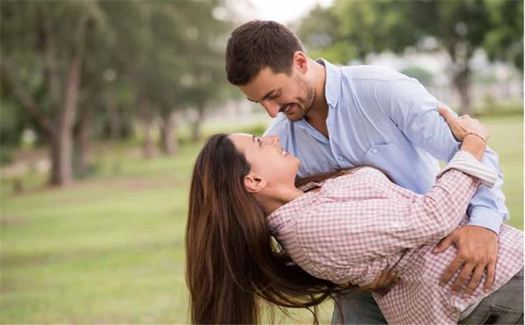 4 فوائد صحية لمشاعر الحب
