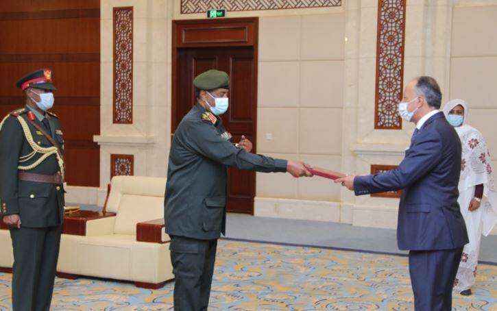 السفير الاردني في السودان يقدم اوراق اعتماده