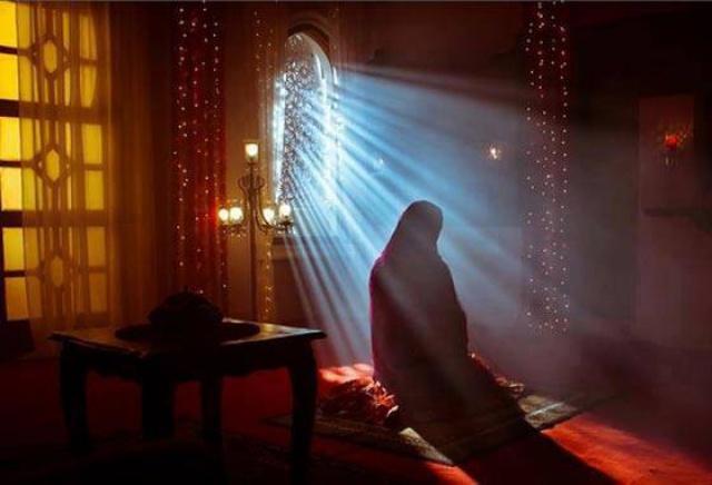 فنانة شهيرة عرفت بخطافة الرجال أشهرت إسلامها وطلبت حرق كل أعمالها