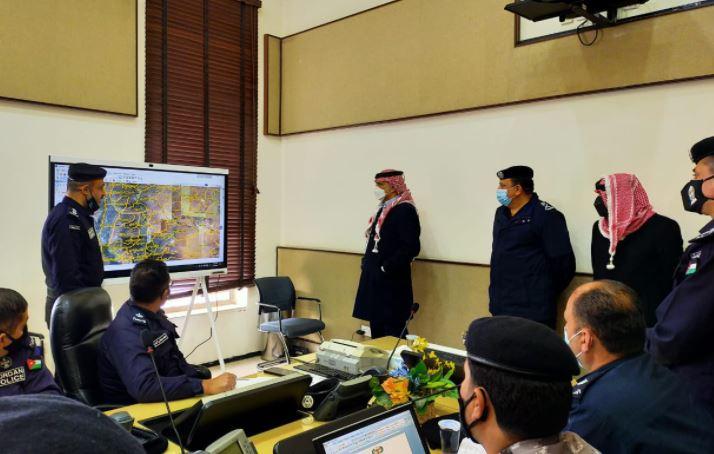 الخصاونة يزور القيادة والسيطرة في مديرية الأمن العام