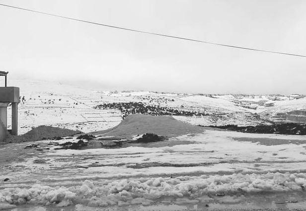 بالفيديو: الثلوج في عجلون الآن.. واستمرار الهطولات  وفتح الطرق