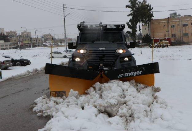 تراكم كثيف للثلوج بعجلون وتخذير من السير على الطرق