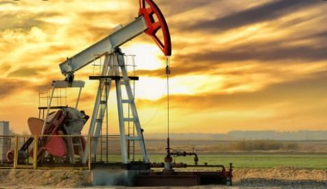 لليوم الثاني..  النفط يرتفع
